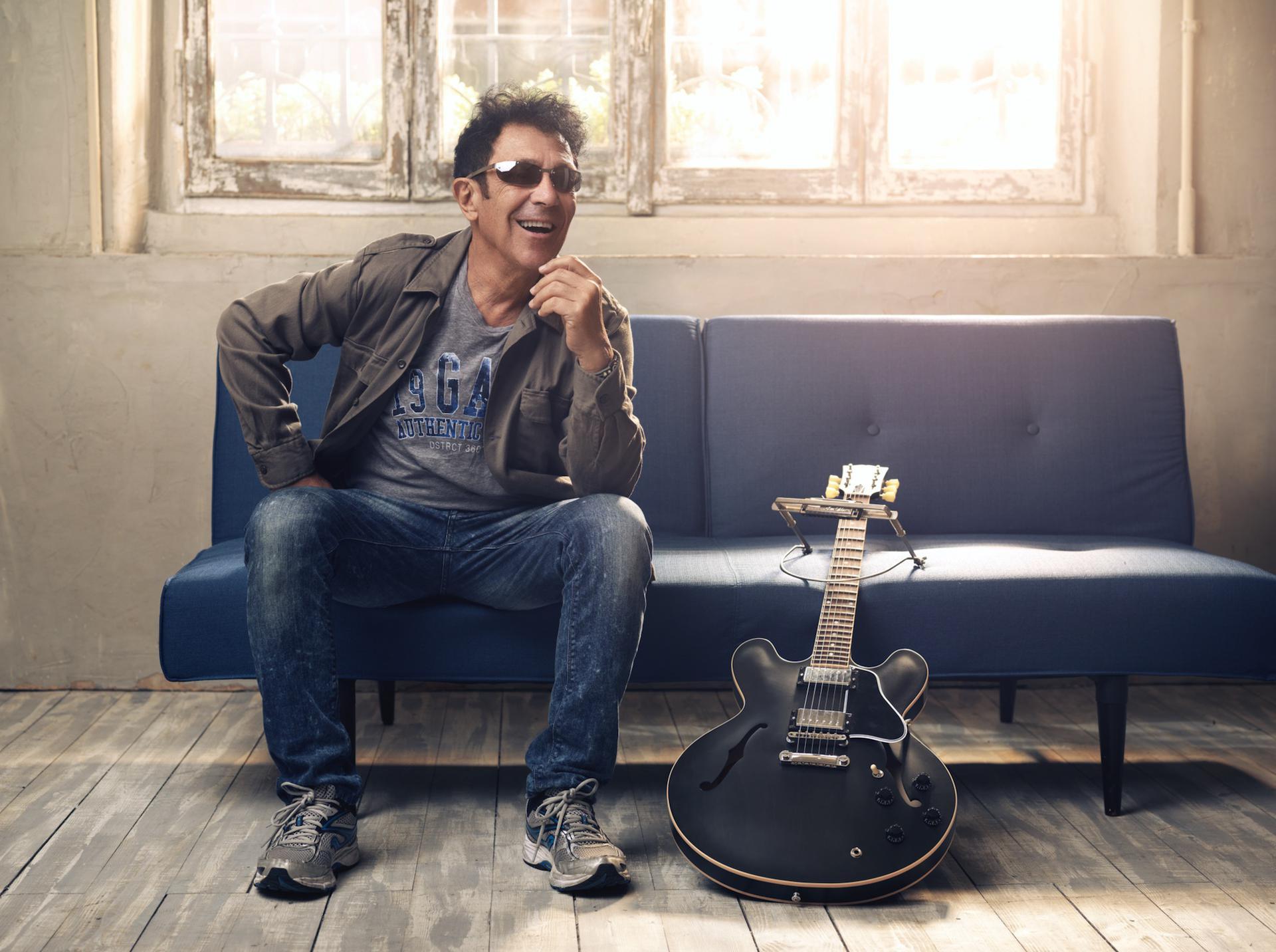 """Edoardo Bennato, """"Maskerate"""" è il nuovo singolo da """"Non c'è"""""""